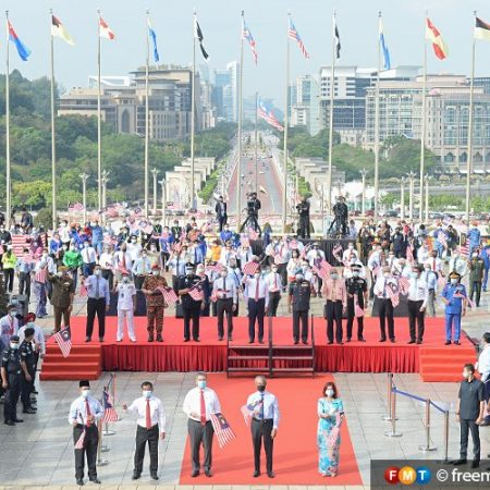LOVE FOR MALAYSIA CAN UNITE NATION, SAYS PM